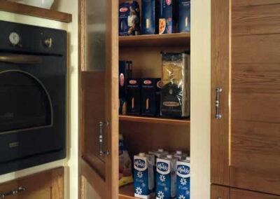 Dispensa il legno per cucina rustica