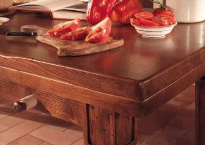 Tavolino in legno pregiato