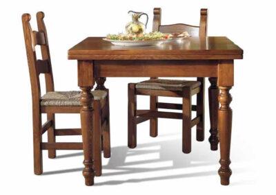 Tavolino con sedie in legno pregiato