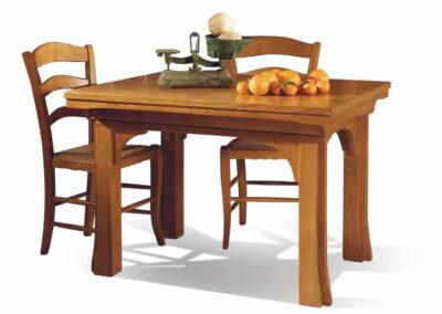 Tavolino con sedie in legno Civitella in Val di Chiana