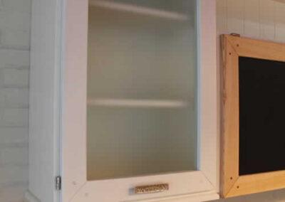 Credenza per cucina in legno di castagno